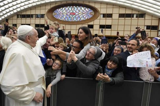 PAPA: L'esempio dei cristiani perseguitati o emarginati