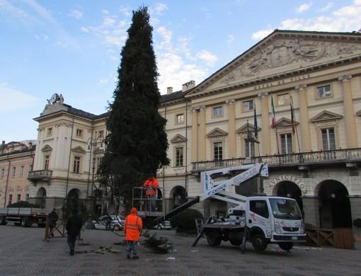 Aosta: Arrivano luminarie ed abete natalizio 'autentico'