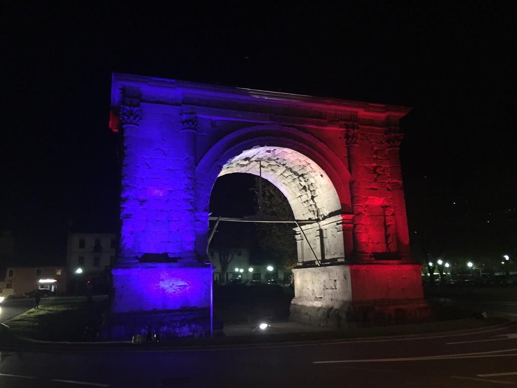 Illuminate con i colori della bandiera francese la 39 casa for Design della casa francese