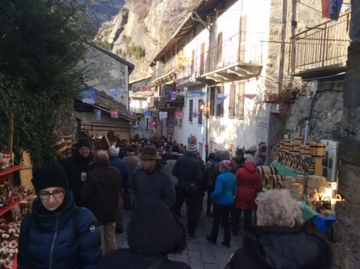 Fiera di Sant'Orso Donnas 2020: Dalla Veillà ecologica all'artigianato 'colto' il Borgo accoglie migliaia di visitatori