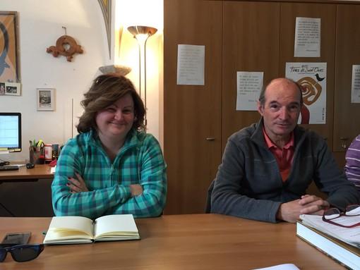 Da sn Sandra Bagatella Presidente volontari del soccorso di Donnas e Giancarlo Civiero, di Fondazione Comunitaria VdA