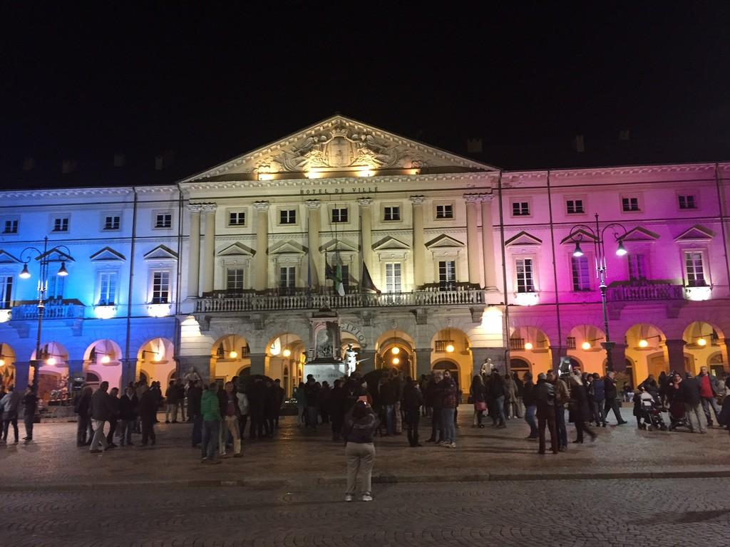 Illuminate con i colori della bandiera francese la 39 casa for Disegni di casa chateau francese
