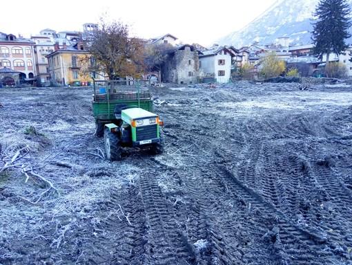 Aosta: Ruspe, trattori e scavatrici al lavoro per preparare gli orti urbani