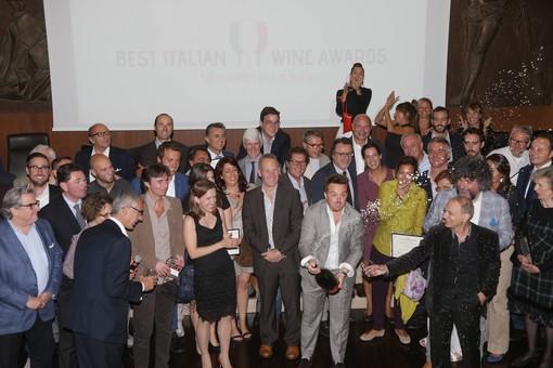 Il brindisi finale dei viticoltori vincitori al Biwa 2014