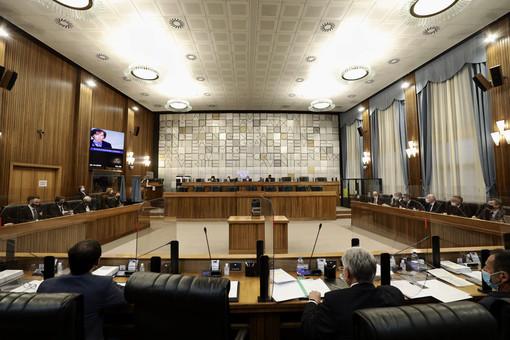 Consiglio Valle approva legge 'tutto aperto' ma senza i voti di sette consiglieri di maggioranza
