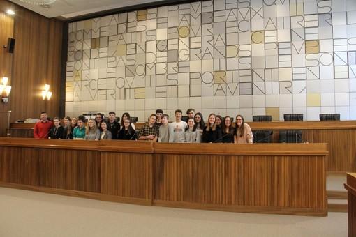 Education civique: Concours 'Conseil pour école'