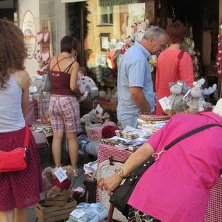 Aosta: Per i commercianti allestimento gratuito banchi su suolo pubblico alla domenica
