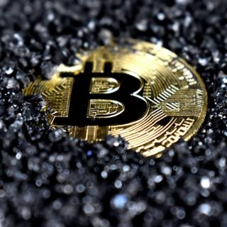 Investire in azioni collegate alle criptovalute
