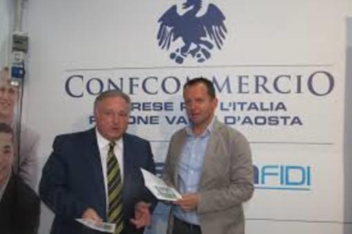 Graziano Dominidiato con Adriano Valieri promotori del nuoo regolamento per le attività di somministrazione bar e ristoranti