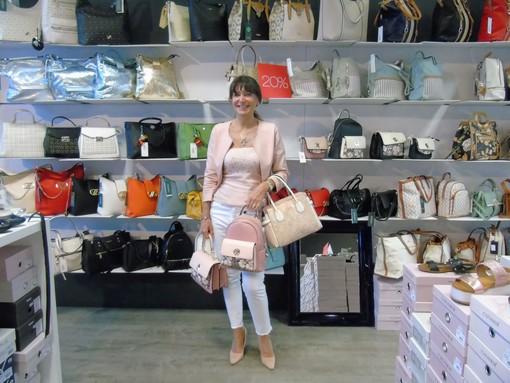 """CASA SUBITO IN VALLE D'AOSTA: Attività di vendita calzature, borse e accessori nel centro commerciale """"Les Halles d'Aoste"""""""
