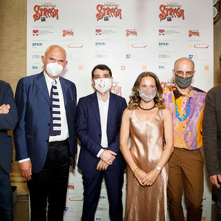 I sei finalisti del Premio Strega: da sinistra Gianrico Carofiglio, Gian Arturo Ferrari, Daniele Mencarelli, Valeria Parrella, Jonathan Bazzi e Sandro Veronesi