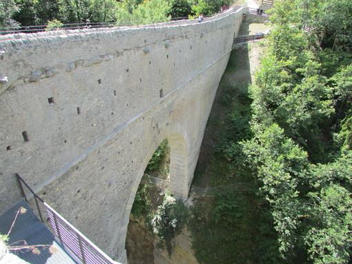 Una sugestiva immagine del Pont d'Ael