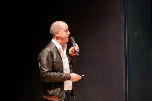 Claudio Latino durante il suo intervento in assemblea