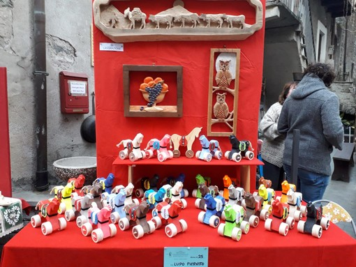 I colorati  Tata dello scultore Piervito Lupo