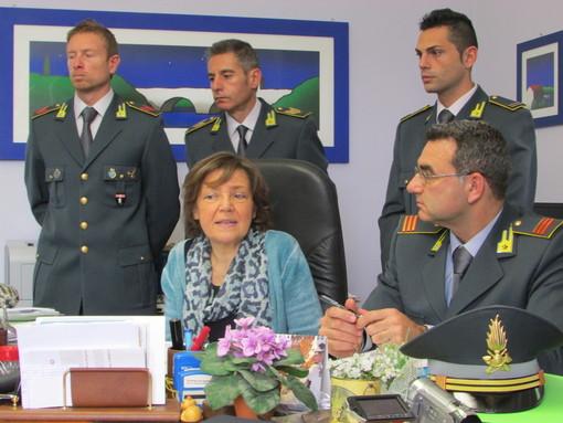 Il Procuratore capo Marilinda Mineccia con gli inquirenti della Guardia di finanza