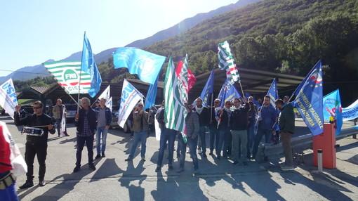 Una protesta dell'Osapp di fronte al carcere di Brissogne