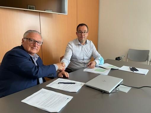 Graziano Dominidiato (sn) e Davide Ferré alla firma dell'intesa
