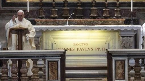 PAPA: Con Giovanni Paolo II Dio ha visitato il suo popolo