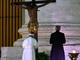 Papa davanti al crocifisso di san Marcello (Ansa)