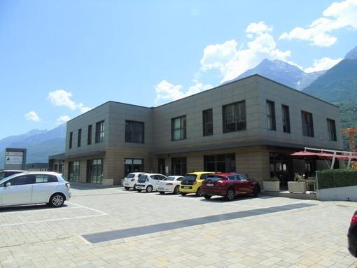 CASA SUBITO IN VALLE D'AOSTA: Grande locale commerciale sulla Statale 26 a Quart