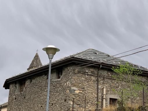 Un lampione 'spento' in via Guido Rey ad Aosta