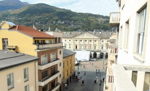 CASA SUBITO IN VALLE D'AOSTA: Alloggio parzialmente arredato ad Aosta, via Conseil des Commis