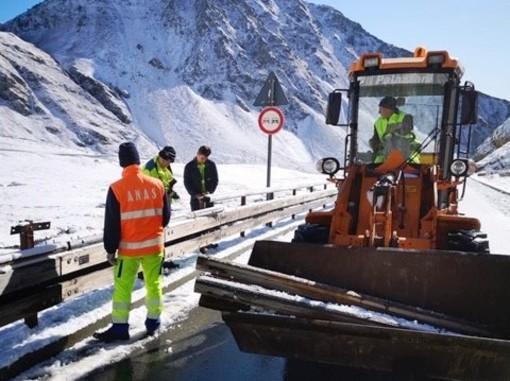 Proseguono i lavori di risanamento della pavimentazione lungo la statale 26 nei comuni di La Thuile e La Salle