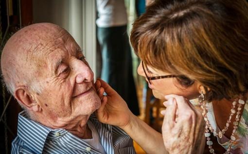 Non lasciamo soli i nonni, su 34.000 decessi Covid il 42% aveva più di 80 anni