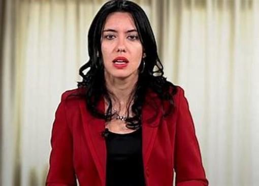 La ministra Azzolina delle rime buccali