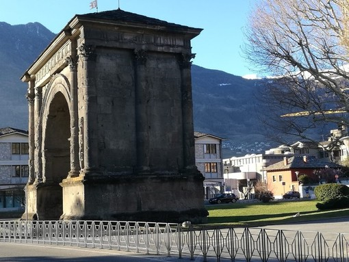 Aosta: Giunta avanti su pedonalizzazione completa Arco d'Augusto