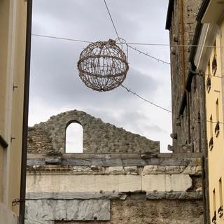 Aosta: Iniziato con largo anticipo allestimento luminarie natalizie