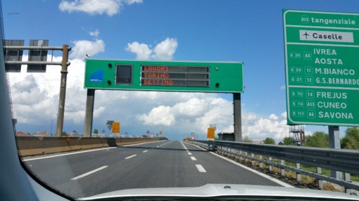 Autostrada A5 'vietata' ai mezzi pesanti tra Scarmagno e Santhià