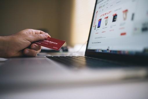 Crea il tuo logo e potenzia l'e-commerce
