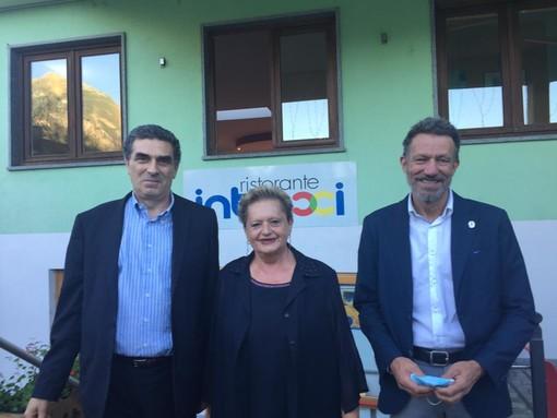 Il professor Ermanno Vitale, la presidente del Circolo della Stampa VdA Maria Grazia Vacchina e Riccardo Jacquemod