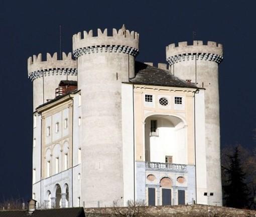 Il Castello di Aymavilles illuminato di blu per rilanciare la lotta all'autismo