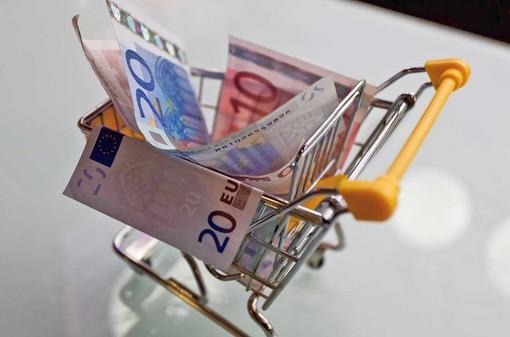 Il divieto di spostamento tra Comuni spaventa chi deve fare i conti con il carrello della spesa