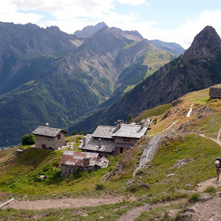 Courmayeur: Sentieri del Tour du Mont Blanc 'vietati' a Mtb e bici elettriche