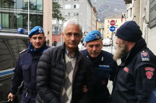 Nella foto di archivio Fabio Chiavazza accompagnato in procura per essre interrogato dal pm