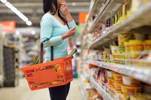 Consumi ancora in forte calo a maggio (-30%)
