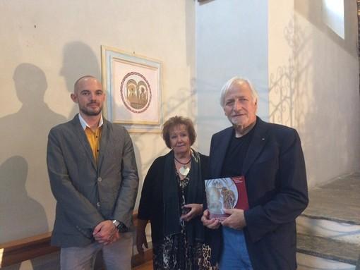 Ronny Borbey, l'artista Enrica Dell'Agosto e Giancarlo Telloli durante una trascorsa edizione di Charvarte