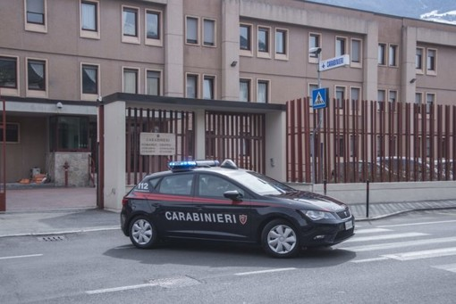 Ubriaco aggredisce i carabinieri che lo arrestano