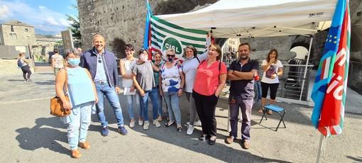 Delegazione Cisl in sciopero con il segretario generale, Jean Dondeynaz (secondo da sn)
