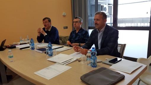 Da sn: il tesoriere Guido Corniolo, il presidente Christophe Roserein e il vice presidente Jean Dondeynaz