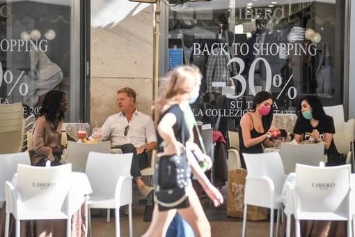 Riaperture, si va verso regole meno stringenti per bar e ristoranti all'aperto