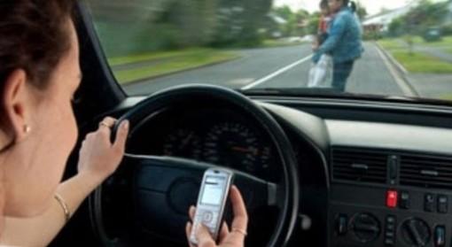 Guida con cellulare: multe e sanzioni 2020, stangata a chi lo usa