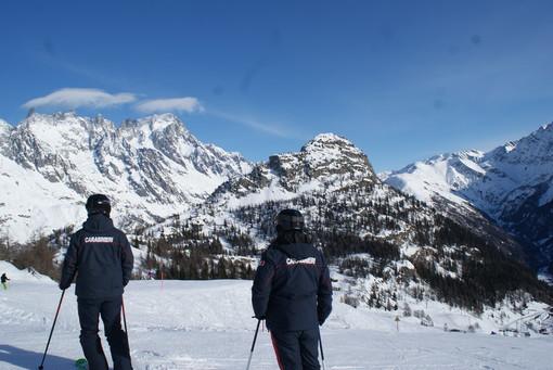 Carabinieri sulle piste di sci della Valle
