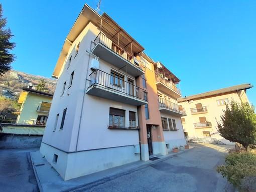 CASA SUBITO IN VALLE D'AOSTA: Alloggio con 2 camere in vendita ad Aosta, via Parigi
