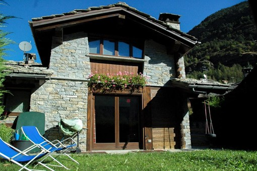 CASA SUBITO IN VALLE D'AOSTA: Villa indipendente a La Salle