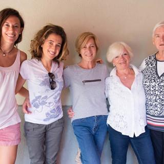 Da sinistra: Cristina, Genny, Raffaela, Annamaria e Mariolina