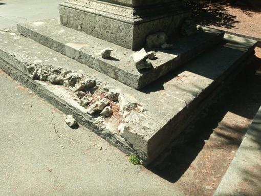 Danneggiata la statua di Cesare Augusto ad Aosta ma nessuno sembra esserse accorto